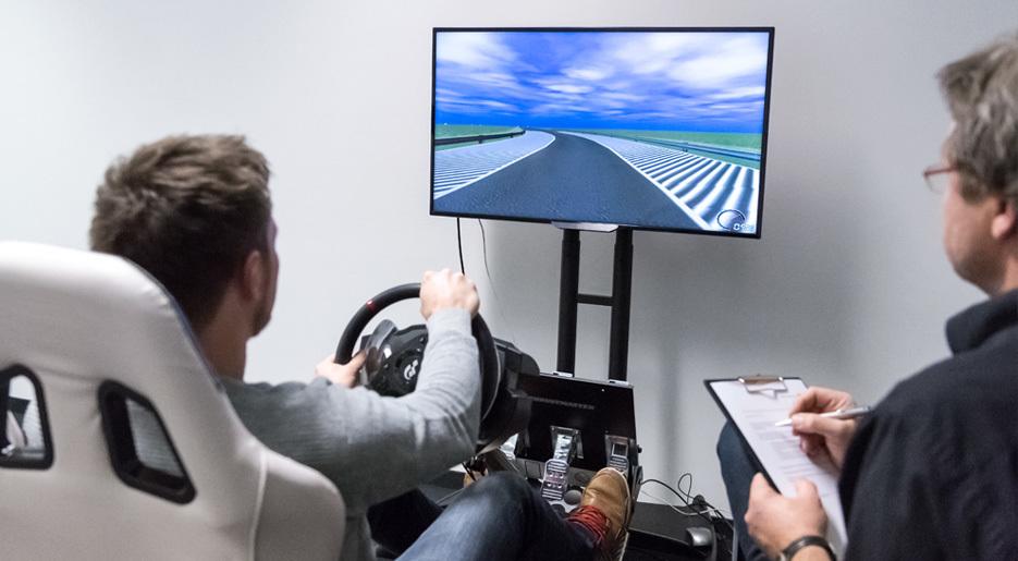 Leistungen User Research Innen Auto 935