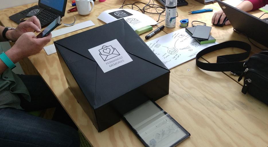 Ihr Prototyp überführt digitale Fotos in ausdruckbare Postkarten.